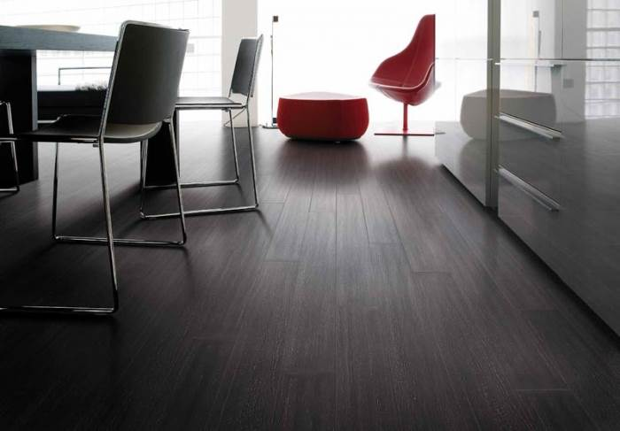 בגלל השחיקה היחסית נמוכה, אריחי הגרניט דמויי הפרקט מומלצים להתקנה בחללים ציבוריים כמו משרדים, חנויות או מסעדות בהם שחיקת הרצפה היא גבוהה. אריחי גרניט פורצלן דמוי עץ של חברת