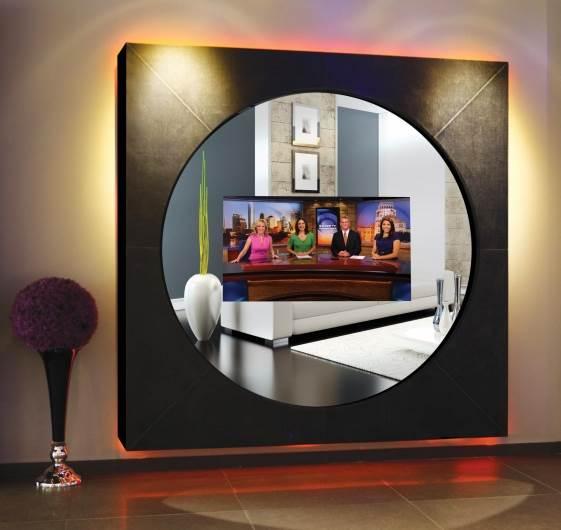 מהיום מסך הטלוויזיה שלכם יכול ללוות אתכם בכל חדר ובכל מסגרת עיצובית שתרצו. בתמונה: מתקן Hi frame המובנה בתוך מראה גדולה עם מסגרת מעוצבת (צילום:יח