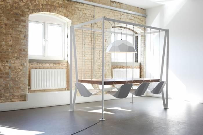 למשפחות אתגריות במיוחד. שולחן מתנדנד של דאפי לונדון | מחיר: 6,895 פאונד (צילום: Tom Oxley)