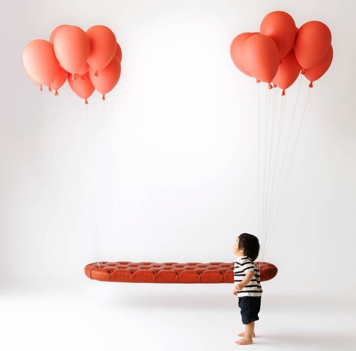 יש לך יום הולדת? אז בשביל מה הבלונים? ספה מרחפת של סאטושי איטשה וטקוטו אוסמי | מחיר: 1,700,000-2,100,000 ין (צילום: Ikunori Yamamoto)