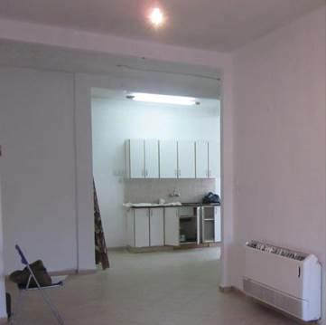 לפני השיפוץ. הארונות מאפילים  על חדר המטבח