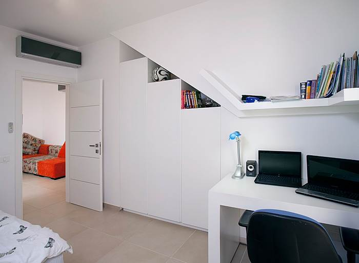 בבסיסו של החדר, נשמר הלבן (צילום: בנימין אדם)