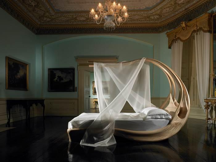 לילה לבן. מיטה בשילוב הינומה של Joseph Walsh Studio | מחיר: 120,000 יורו (צילום: Andrew Bradley)
