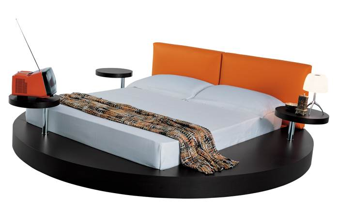 לא תעמוד בפינה. מיטת עגולה של מילאנו בדינג | מחיר: החל מ-25,000 שקלים (צילום: יח