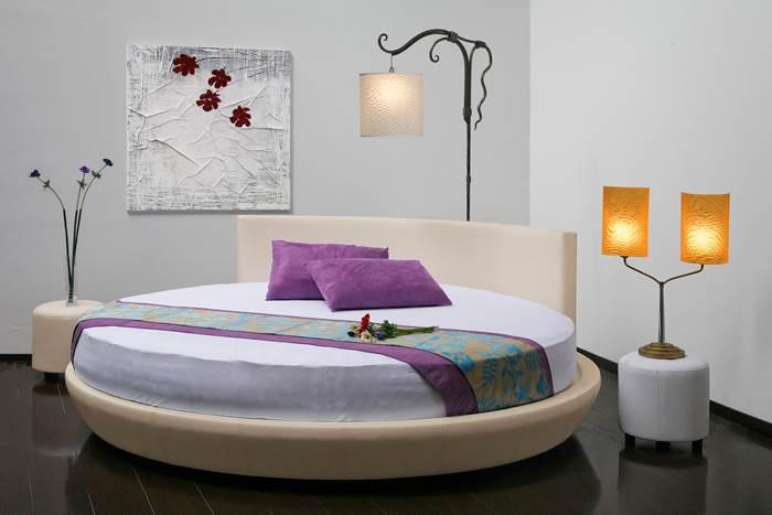 תעגל פינות גם בחדרים סגפניים. מיטה עגולה של אירופלקס | מחיר: 14,000 שקלים (צילום: אלכס אלמן)
