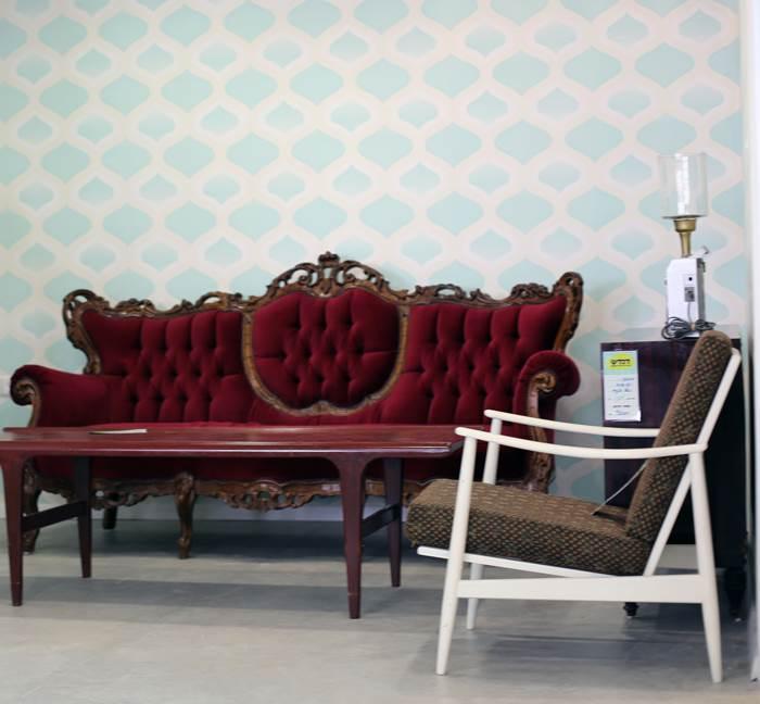רק לפי הרגליים רואים שזה רהיט של פעם. כורסא עתיקה (צילום: לירן טל)