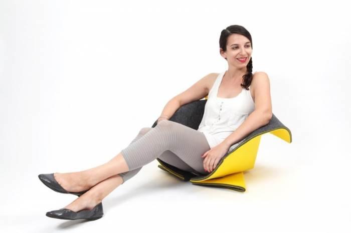 והופ, היא כיסא. מערכת הישיבה מדגימה יכולות מולטי טאסקינג (צילום: תמי דהן)