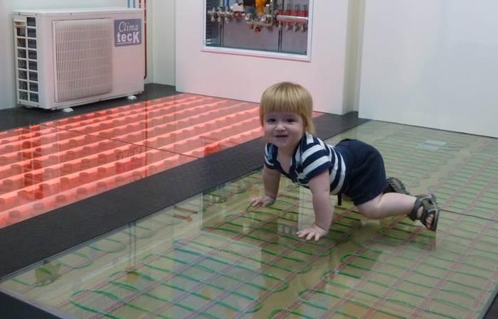 חימום תת רצפתי - מפזר את החום באופן שווה בחלל הבית | מחיר: כ-300 שקלים למ