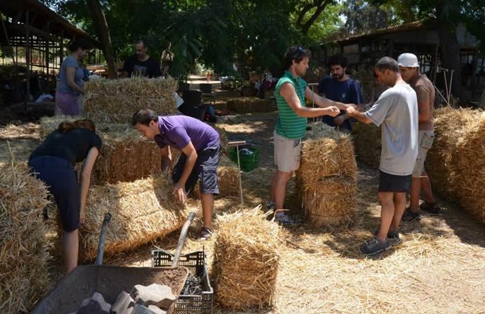 על הדרך תלמדו גם בנייה בבאלות קש (צילום: יח