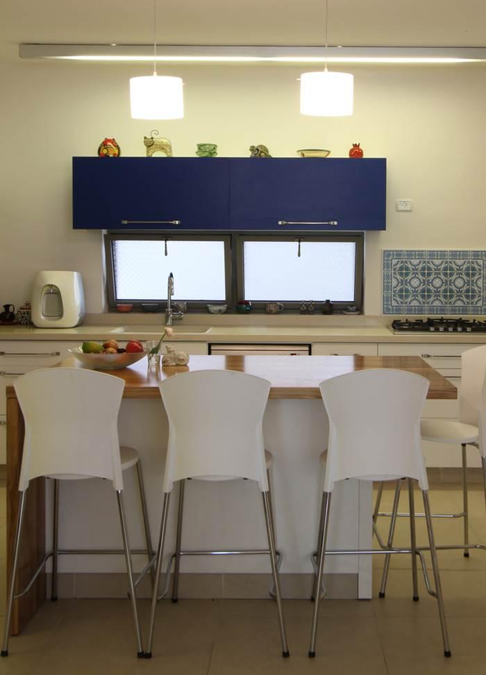 ארון בגוון כחול ים - עוגן של קרירות בחדר