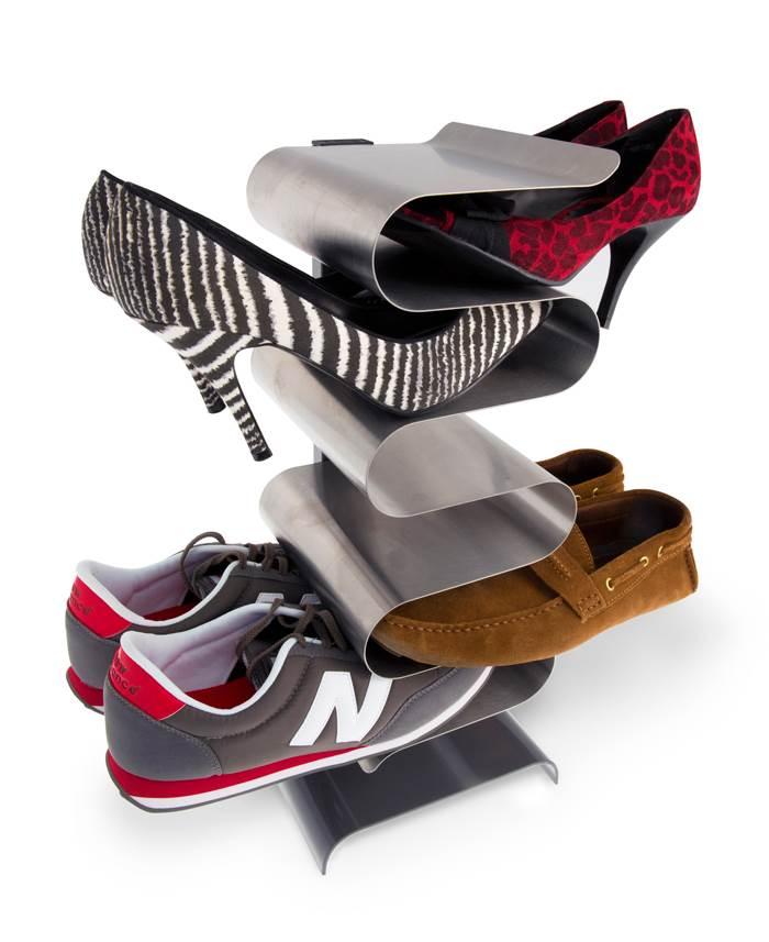 תופס בדיוק היכן שצריך. מתקן מתכתי לנעליים של חברת j-me | מחיר: 120 דולר (צילום:Michael Gamer)
