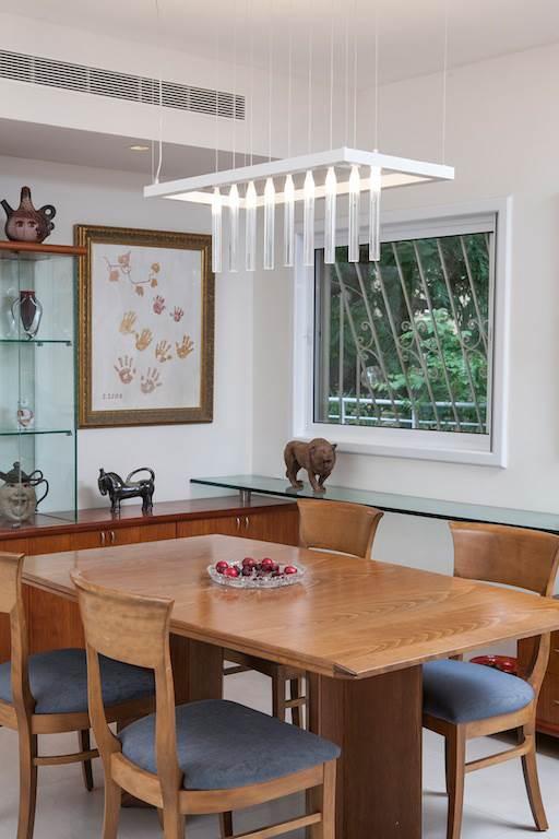 רהיטים ישנים קיבלו פנים חדשות. פינת האוכל המשודרגת. גוף תאורה: Thomas עיצוב ותכנון תאורה.
