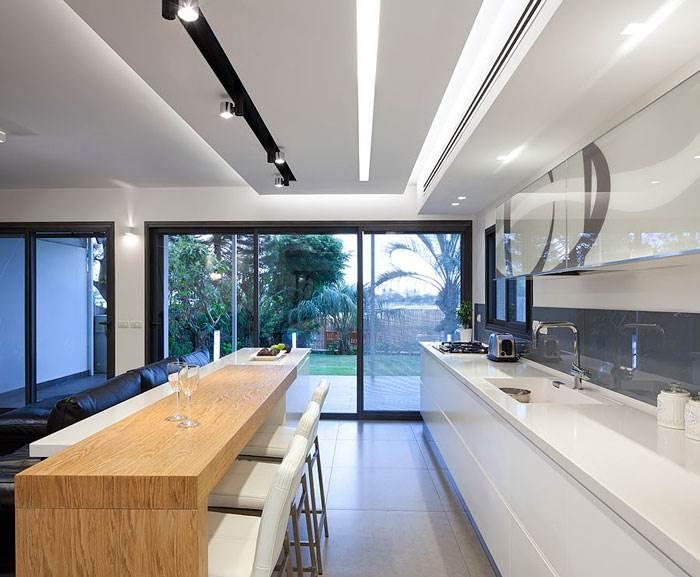 קלאפה עם הדפס עגול במטבח מעוצב וגיאומטרי