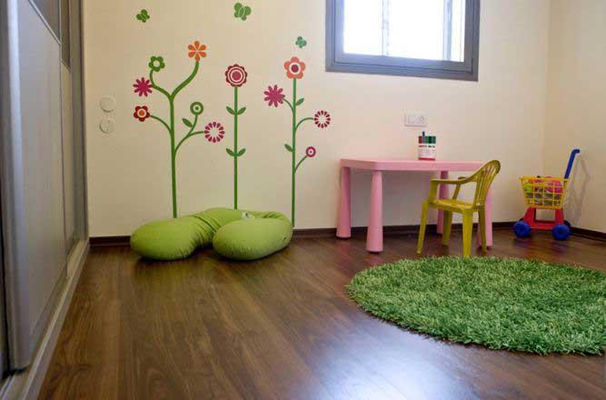 מדבקות קיר והרבה שמחה: דירה במגדלי נתנאל, רמת אביב, ת