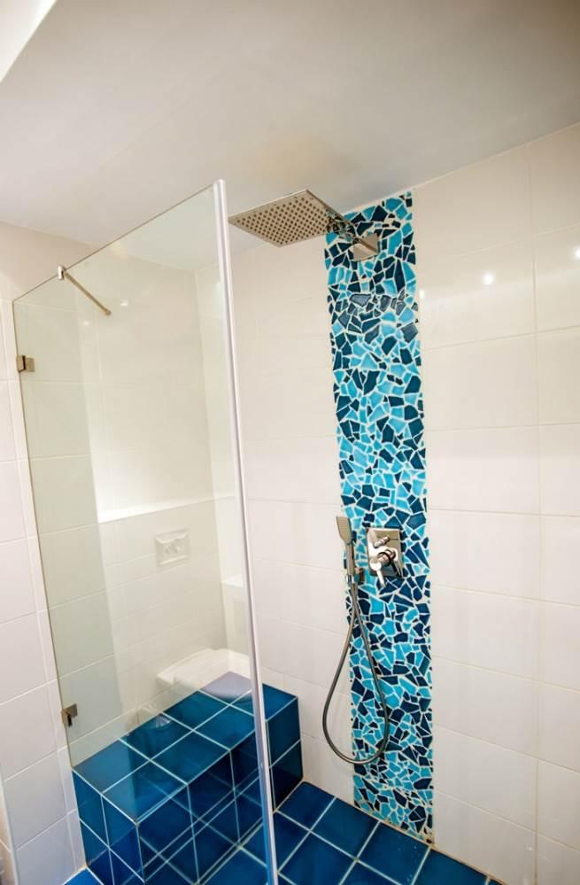 פסיפס טורקיז במקלחת המוסיף חן רב