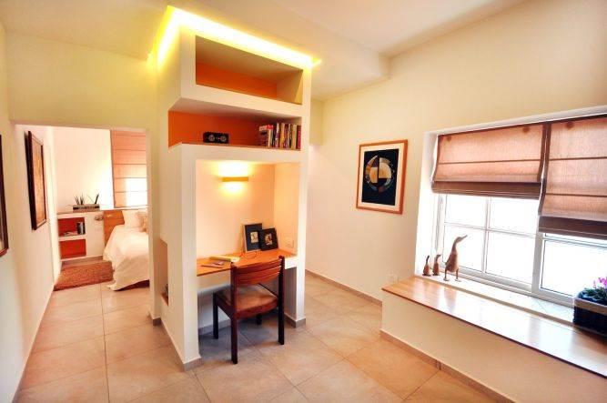 בית במזכרת בתיה בעיצוב סטודיו פרטים עם מגוון שימושים לעיצובים בגבס. צילום: אלעד גוטמן