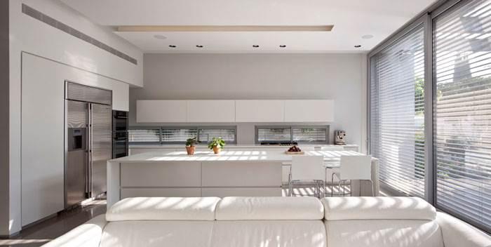 משטחים שמשתלבים עם העיצוב הכולל של הבית - אבי דומב אדריכלים