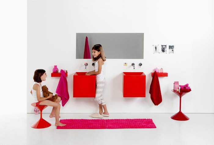 מה זה אדום ורך ונמצא באמבטיה? כיור סיליקון אדום. להשיג במודי.