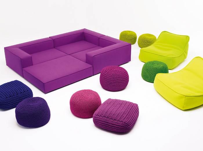 נמוך ובצבע. מערכת ישיבה נמוכה ופופים של חברת PAOLA LENTI. להשיג בטולמנ