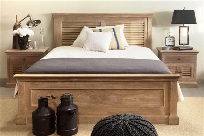 מיטה עם אלמנט של תריסים מעץ. יכולה להכניס חום לדירות קרות ולבנבנות. להשיג בבית העיצוב של דליה ארמוני.