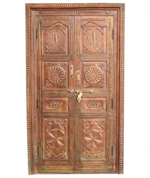 לייצר היסטוריה ונוכחות בבית: דלת עתיקה לבית עם תבליטים, בעיצוב מעניין וייחודי. הימלאיה - אוצרות מהמזרח