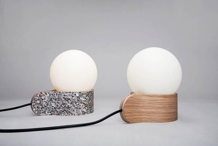 BALL LIGHT. פורמייקה/ אלון לבן+ כדור זכוכית. צילום: גלעד לנגר.
