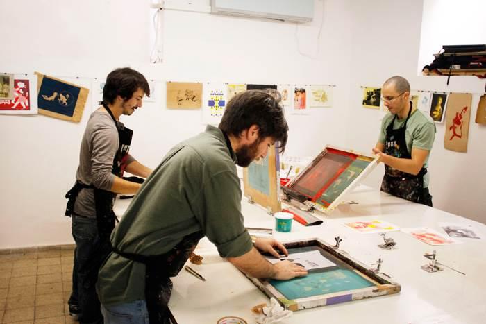 מדפיסים ונהנים. מקום מפגש ליוצרים ומעצבים וגם למי שרוצה להתנסות בטכניקה חדשה ויצירתית.