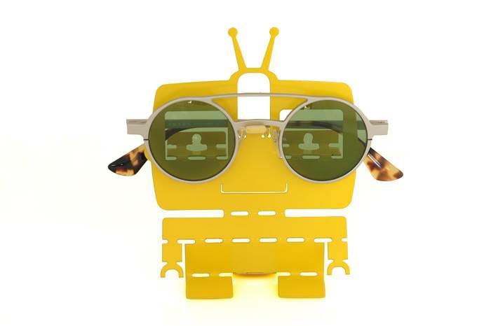 מחזיק משקפים צהוב בעיצוב סטודיו ULIGO, מותג לעיצוב הבית שהקימה אולי בן ישראל. צילום: ניר שניידר.