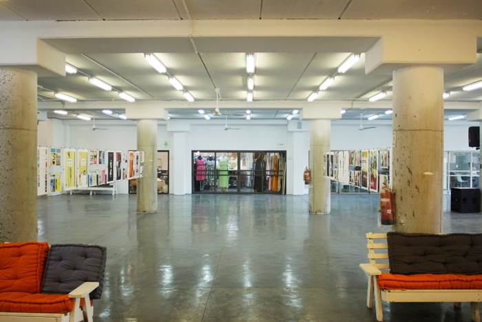 טרמינל עיצוב בת ים. תערוכת 100 עטיפות ספרים שאצר יובל סער. צילום: אברהם קורנפלד.
