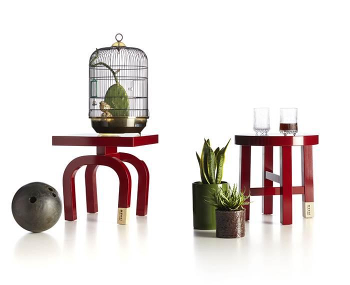 שניים מתוך שישה עיצובים לשולחנות שמבטאים האנשה חכמה של בעלי תפקידים נפוצים בסין- COMMON COMRADES של חברת MOOOI ההולנדית. להשיג בטולמנ