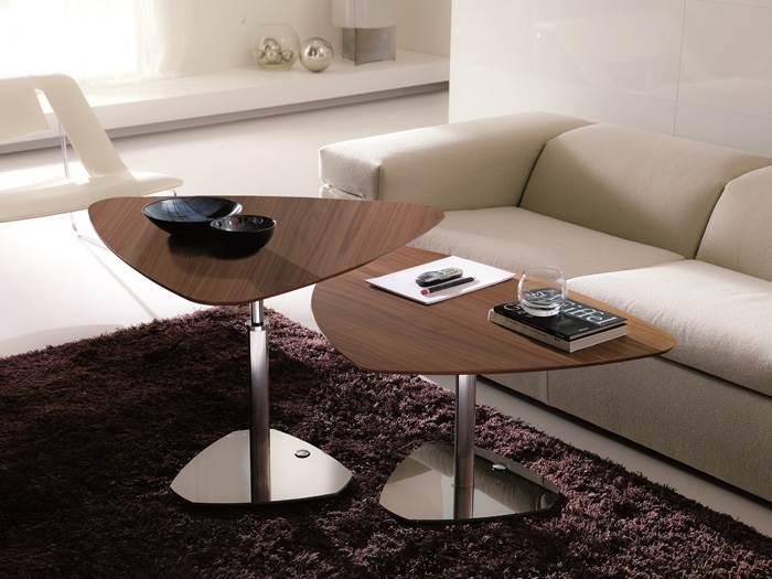 שולחן צד מתכוונן ורב שימושי. להשיג במילאנו בדינג.