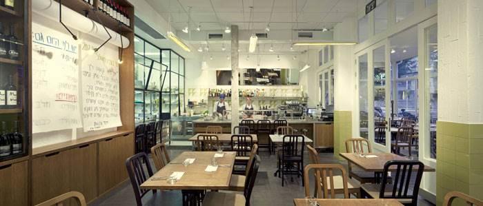 מסעדת שולחן של השף עומר מילר. התחושה שדן טרוים רצה ליצור היא כאילו הסועד מבקר במטבח של מילר. צילום: יח