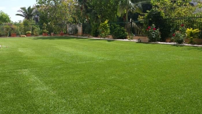כמו בטבע: מרבדי דשא סינתטי בכפר סבא