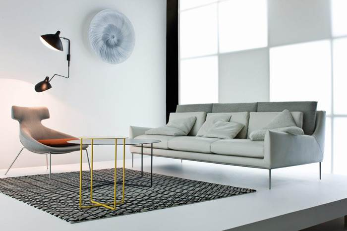 שילוב נכון של עור ובד בספה במראה רטרו של חברת CONTEMPO. להשיג בפנטהאוז רהיטים.