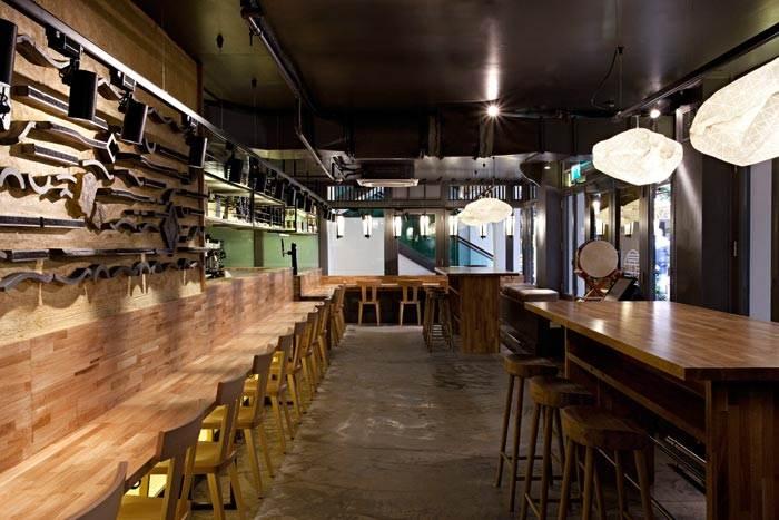 מנורות תקרה ORI במסעדת ראמן בר ברחוב קרנבי סטריט הלונדוני.