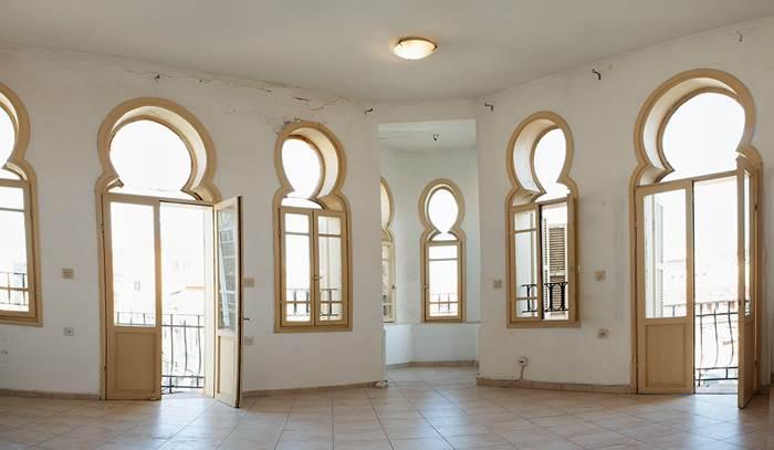 חלונות המבנה הייחודיים במהלך השיפוץ