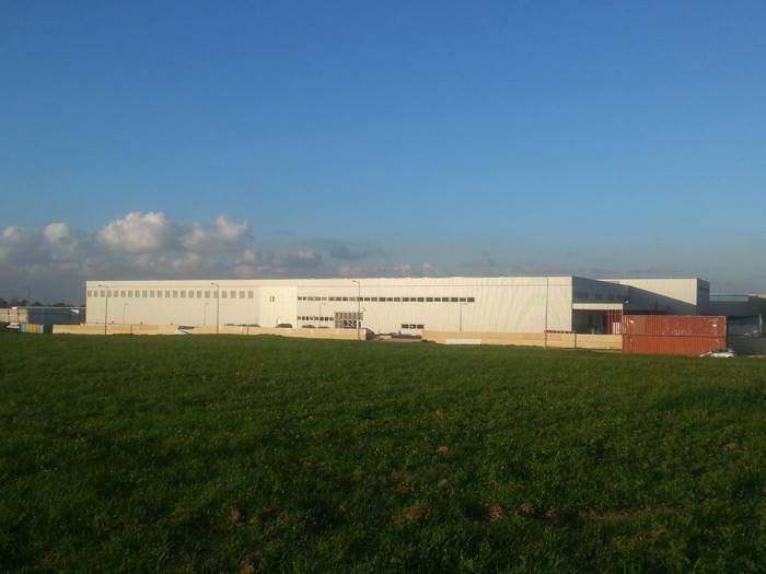 כך זה נראה מבחוץ: חזית מפעל תעשיות פולימרים זיקים