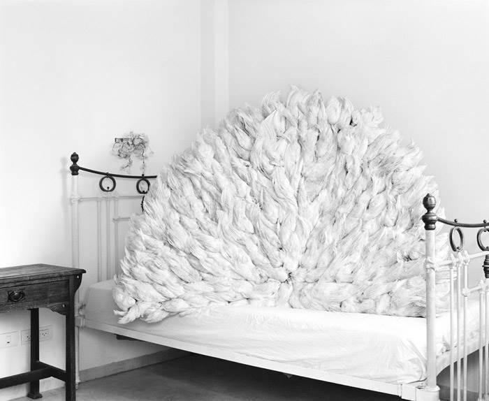 יובל אצילי. צילום. טבע דומם על מיטה, 2012
