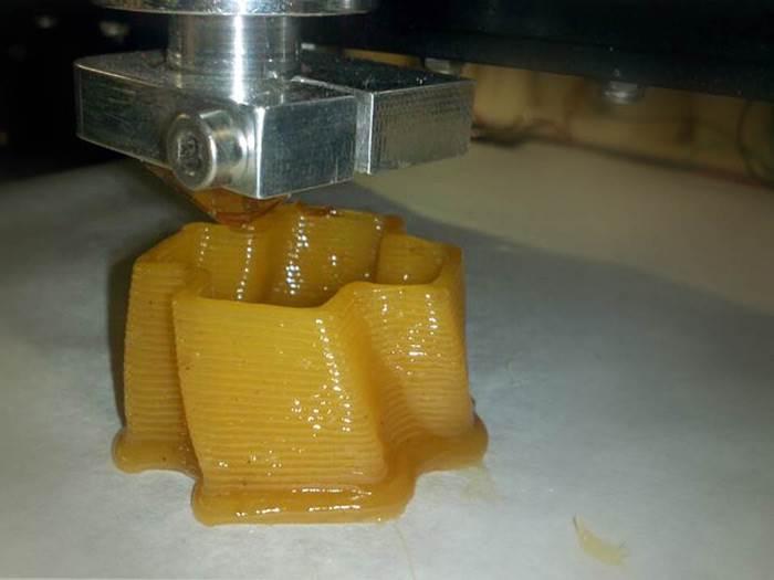 הדפסה תלת מימדית בשכבות שמספרות את סיפורו של החומר. צילום: סטודיו אנדר
