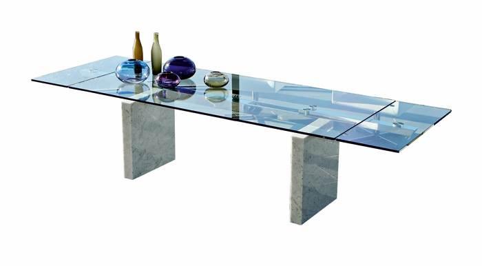שולחן אוכל אלגנטי STONE SQUARE עם רגלי שיש ופלטת זכוכית (כולל שתי הגדלות) מבית ROCHE BOBOIS. להשיג בפיטרו הכט.