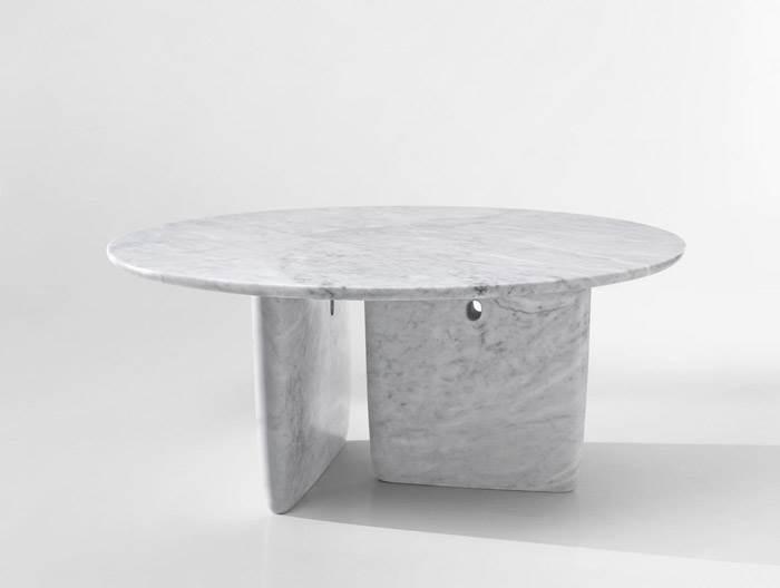שולחן אוכל ביציקת שיש TOBI-ISHI לחברת B&B ITALIA. את השולחן עיצבו צמד המעצבים הלונדוני BARBER & OSGERBY. להשיג ברשת חנויות THE BOX.