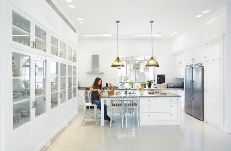 לפני שמתחילים לתכנן, מאפיינים את אופי המשתמשים במטבח: בית בכפר בילו עם מטבח גדול ומרווח שמתאים למשפחות גדולות. נגר בכפר