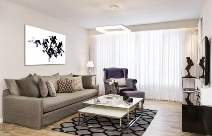 קו נקי ואלגנטי: מבט על הסלון המעוצב