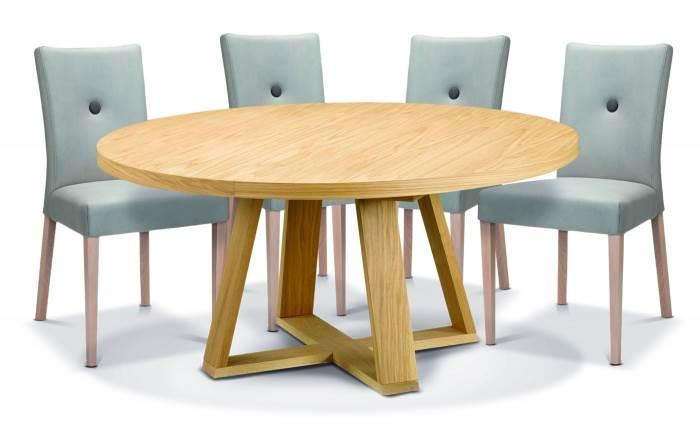 שולחן אוכל עגול דגם סלייט וכיסאות סנדי ברשת ביתילי. צילום ישראל כהן