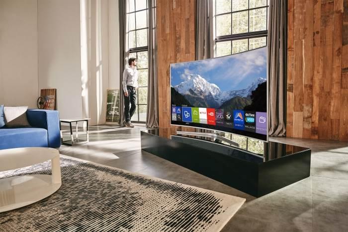 טלוויזיות בעלות מסך קעור בעיצוב נקי ואסטטי. צילום: יחצ.