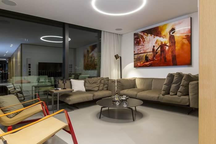 עיצוב דירת גג בנווה צדק - מבט אל סלון<br/>צילום: רונן קוק