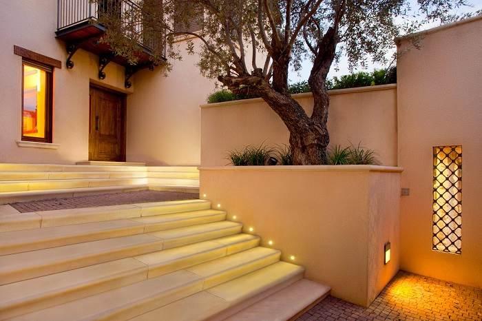 הדגישו את המבנה האדריכלי עם משחקי אור וצל. (צילום: אקרשטיין)