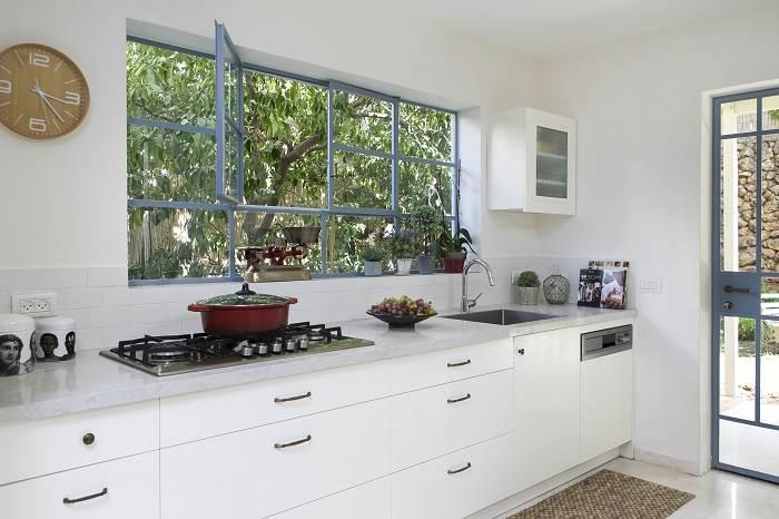 עיצוב בית בצפון תל אביב- מבט אל המטבח. צילום: שירן כרמל