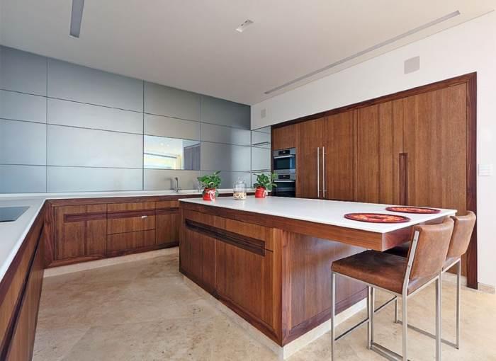 עיצוב מטבח מודרני עם גוון עץ | צילום:עוזי פורת