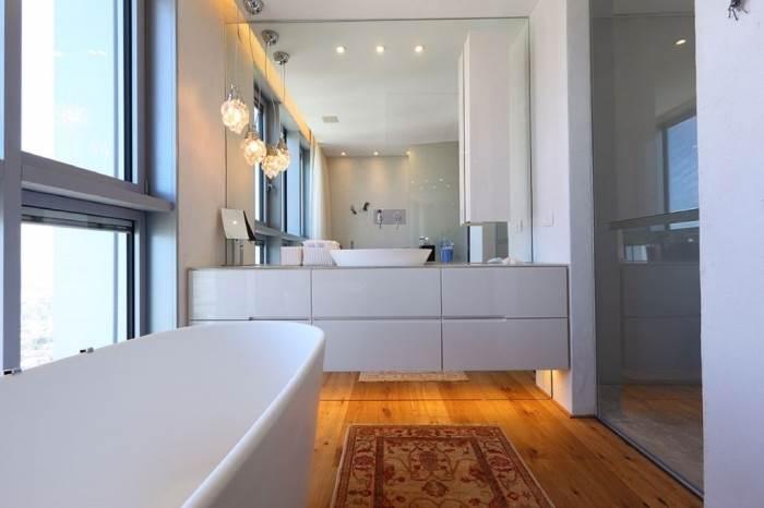 עיצוב חדרי הרחצה עם כפתור לשינוי צבע | צילום:עוזי פורת